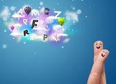 Doigts de smiley heureux en regardant ball et des nuages magiques colorés — Photo