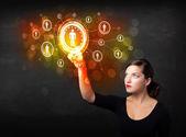 Moderne geschäftsfrau berühren zukunftstechnologie sozialnetz b — Stockfoto