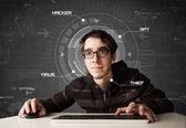 Junge hacker im futuristischen enviroment hacking persönliche informati — Stockfoto