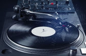 Turntable playing music with hand drawn cross lines — Stockfoto