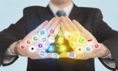 Mãos, criando um formulário com ícones de aplicativo móvel — Fotografia Stock