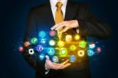 Бизнесмен, держащий облако символа приложения — Стоковое фото