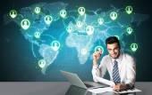 Affärsman med sociala medier anslutning — Stockfoto
