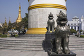 Independence Monument with Sule Pagoda — Stock Photo