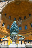 Fontana della pigna в ватикане, рим — Стоковое фото