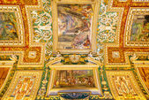 The ceiling in the Geographic gallery of the Vatican Museums — Stock Photo