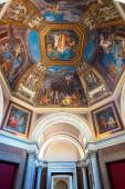 The ceiling in one of the galleries of the Vatican Museums — Stock Photo