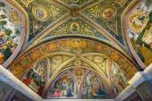 The ceiling in one of the rooms in the Vatican Museum — Stock Photo