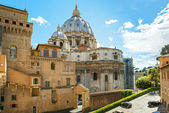 View of the Vatican with basilica of St Peter — Stock Photo