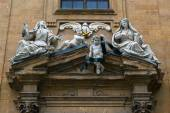 The sculptural decoration of the old house in Florence — Stock Photo