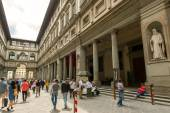 Tourists walk next to the famous Uffizi Gallery in Florence, Ita — Stock Photo