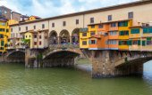 Ponte Vecchio over Arno river in Florence — Stock Photo
