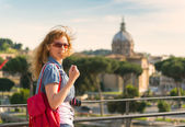 Young female tourist in Roman Forum in Rome — Stok fotoğraf