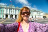 Selfie of a young female tourist in St. Petersburg, Russia — Stock Photo