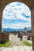 Tourists visit the ruins of Pompeii, Italy — Stock Photo