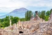 Ruins of Pompeii with Vesuvius in the distance, Italy — Stock Photo