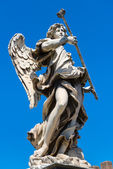 Angel statue on the Ponte Sant Angelo in Rome — Stock Photo