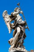 Angel statue on the Ponte Sant Angelo in Rome — Stok fotoğraf