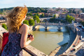 Girl admiring the view of Rome — Stock Photo