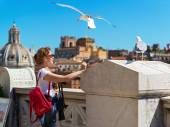 Girl plays with seagulls in Rome — Stock Photo