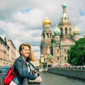 Young female tourist near the Church of Savior on Spilled Blood — Stock Photo
