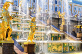 Grand cascade in Peterhof, Saint Petersburg — Stock Photo