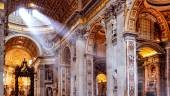 Inside the St. Peter's Basilica in Rome — Стоковое фото
