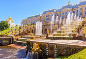 Peterhof Palace with Grand Cascade in St Petersburg — Stock Photo