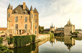Old castle on the lake in the Loire Valley — Stock Photo