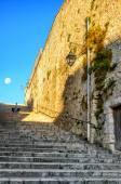 Alte steinerne Treppe und Wand — Stockfoto