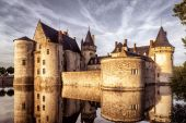 The chateau (castle) of Sully-sur-Loire at sunset — Stock Photo