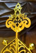 Gilt cross on the top of the Orthodox church during reconstructi — Stock Photo