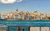 Paisaje con torre de Gálata sobre el cuerno de oro en Estambul — Foto de Stock