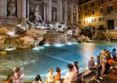 The famous Trevi Fountain at night, Rome — ストック写真