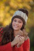 Happy smiling autumn fashion girl — Stock Photo