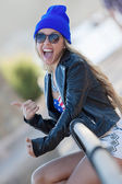 Young hitchhiker thumbs up — Stock Photo