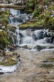 Pequeña cala con una cascada de cerca — Foto de Stock