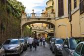 люди на улице виа делла пилотта в риме, италия — Стоковое фото