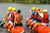 Rafting tourists with an experienced instructor on the river Sou — Foto de Stock