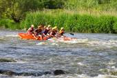 Rafting tourists with an experienced instructor on the river Sou — ストック写真