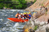 Rafting tourists with an experienced instructor on the river Sou — 图库照片