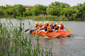 Rafting tourists with an experienced instructor on the river Sou — Стоковое фото
