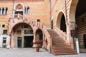 Staircase of reason in courtyard  the Palazzo della Ragione in V — Stockfoto