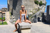 Attractive girl in the courtyard of fortresses Guaita on Mount T — Stock Photo