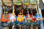 Copies of famous musicians guitars are sold at the gift shop in  — Stock Photo