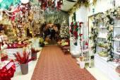 Покупатели в большой рождественских рынка «Villaggio ди Баббо Натале» в т — Стоковое фото