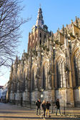 People near the cathedral in  Dutch city of Den Bosch. Netherlan — Stock Photo