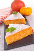 Halloween carrot cake — Stock Photo