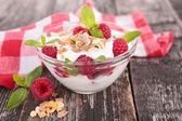 Yoghurt en frambozen — Stockfoto