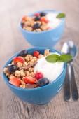 Muesli, yogurt and berries — Stock Photo